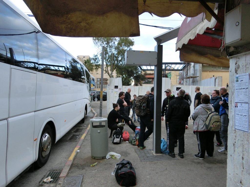 KRAVolution Team Train & KRAVel 2017 Israel - Morgens am Reisebus