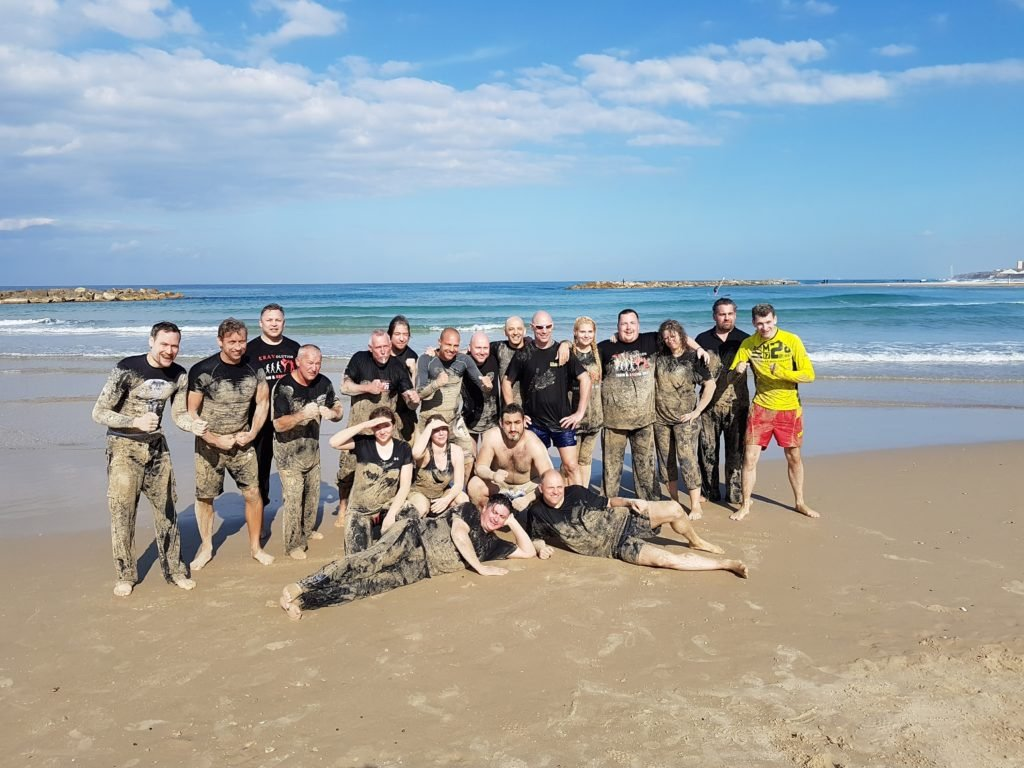 KRAVolution Team Train & KRAVel 2017 Israel - Strand Gruppenfoto