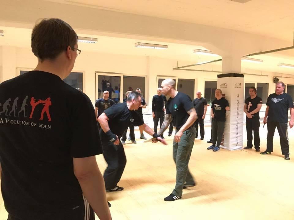 Mixed Seminar zum Thema Military Knife Fighting & Krav Maga Defenses - 360 Defense