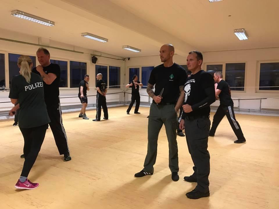 Mixed Seminar zum Thema Military Knife Fighting & Krav Maga Defenses - Instructoren