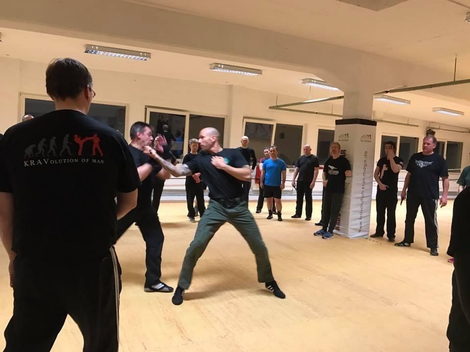 Mixed Seminar zum Thema Military Knife Fighting & Krav Maga Defenses - Messerattacke