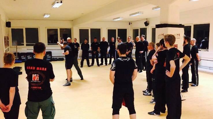 Mixed Seminar zum Thema Military Knife Fighting & Krav Maga Defenses - Train