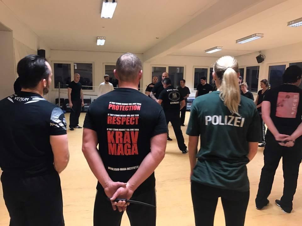 Mixed Seminar zum Thema Military Knife Fighting & Krav Maga Defenses - vorführung 4