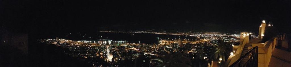 KRAVolution Team Train & KRAVel 2017 Israel - Panorama auf Haifa bei Nacht