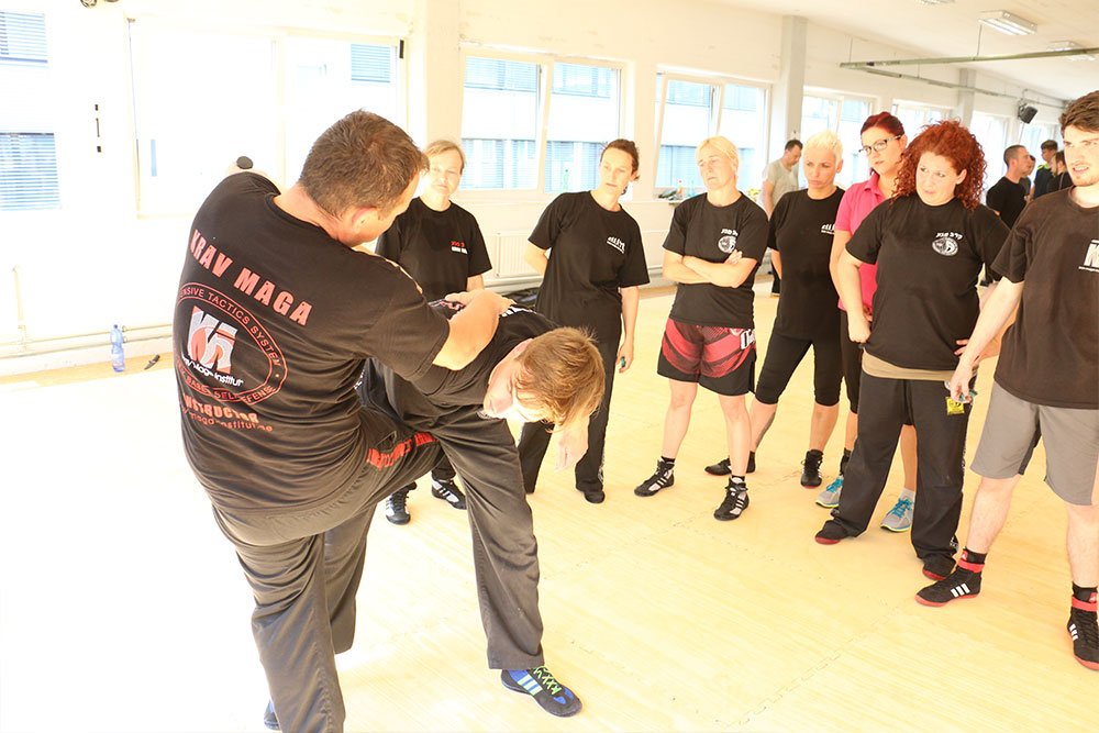 Krav Maga Teamevents in der Trainingshalle 5